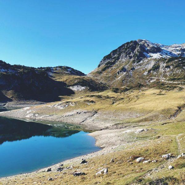 "The Lake - ""Formarinsee"" ✨ #formarinsee #thelake #lieblingsgebiet #igersaustria #hoamatgfühl #happiness #thismomentisyourlife #reflection ..."