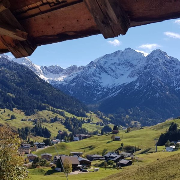 Unerwartetes Traumbergwetter🤩 #kleinwalsertal #bergpanoramavomfeinsten #allgäueralpen #wanderherbst #bergliebe #herbstfarben🍁 #heuberg Хиршегг