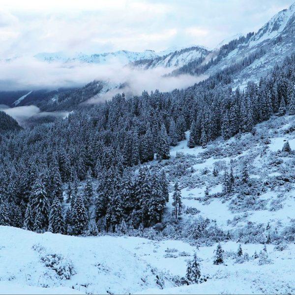 Der erste Schnee für uns! Wir waren mit unserem Kunden @gregorypackseu zum Rucksacktest ...