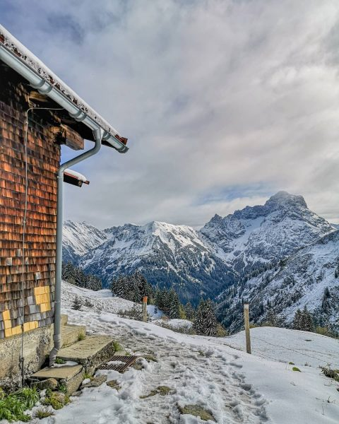 Wo es am allerschönsten ist. #kleinwalsertal #starzelhütte #alpenliebe #alpen #bergpic #bergpanorama #bergfieber #bergwelten ...