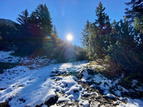 Formarinsee 💚 #hikinggirl #austria #klostertal #vorarlberg #snow #colourfull #autumn #bunteblätter #wandern #wanderlust #bergliebe ...