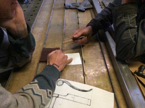 Kapelle Salgenreute, 2016 Detailbesprechung bei Schmied Josef Eberle in seiner Metallwerkstatt. #handwerk #material ...