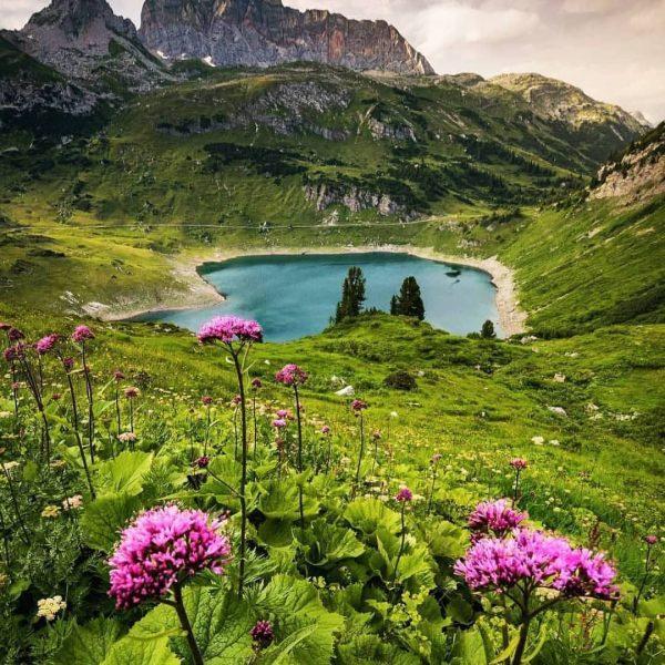 Formarinsee, Vorarlberg 🇦🇹 . . Photo by 📸 @raab_stefanie . . #austria #visitaustria ...