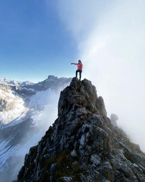 Jedes Mal, wenn ich den Hochvogel unter den umliegenden Bergen entdecke 🗻👈🏻 #allgäu #kleinwalsertal #mountains #mountaingirls #hiking...