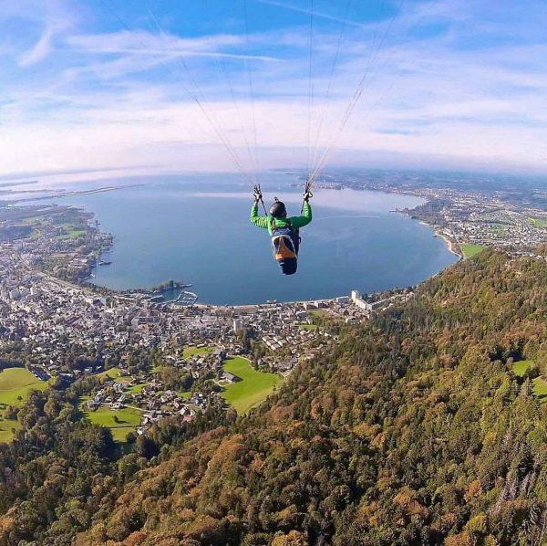 Flying high over Lake Constance 🪂😍☀️. @jurgen_mennel hat uns dieses traumhafte Foto von ...