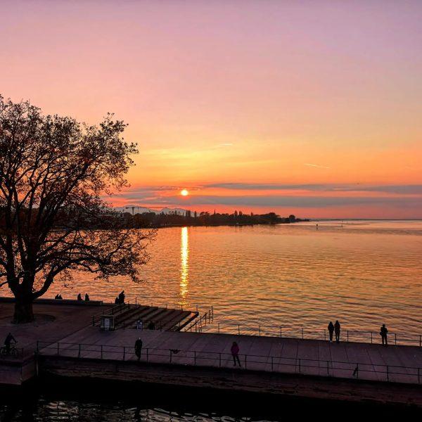 #bregenz #vorarlberg #österreich #austria #sunset #hafenbregenz #hafen #lakeconstance #bodensee #wochenendtrip #hotelschwaerzler #bodenseebregenz #loveaustria ...
