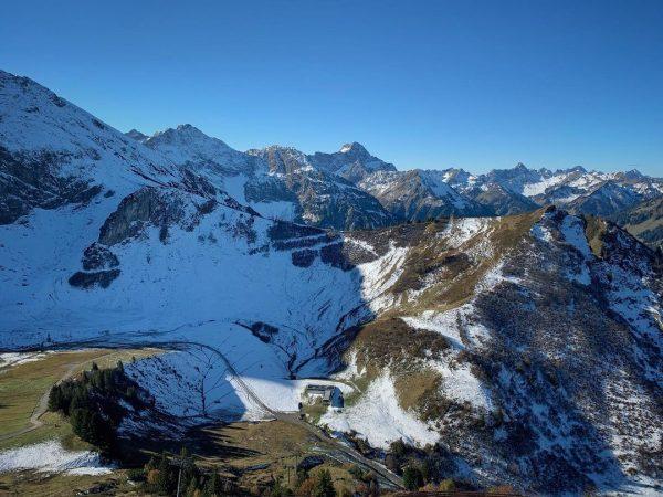 Blick von der Bergstation Kanzelwand #kanzelwandbahn #kleinwalsertal #riezlern #bergwelten #bergliebe #herbst Kanzelwand