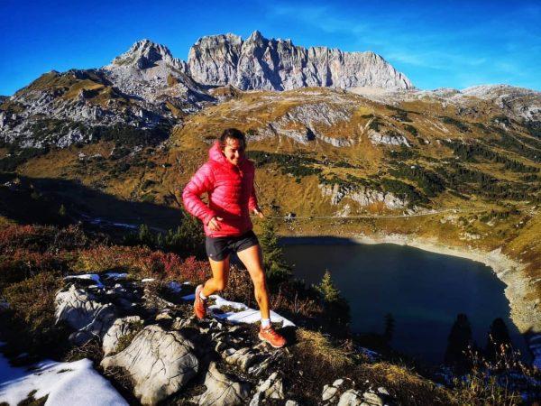 Happy life 🗻🏃♀️😊 #herbstzeit🍁 #mountainlovers🏞 #lifeisbetterinthemountain #trailrunning #vorarlberg #bergsee #runninggirl #runningwithasmile #lebdeilebn Formarinsee