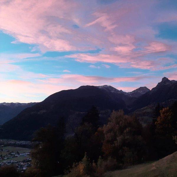 Der Morgen verrät es bereits, heute wird ein wundervoller Tag!! #meinmontafon #montafon #gutenmorgenwelt ...