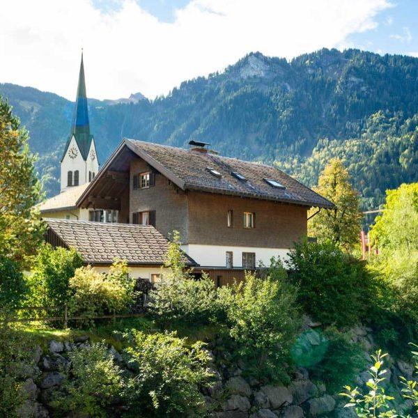 Mellau 🇦🇹 Vorarlberg Niché au cœur des montagnes autrichiennes, Mellau est un joli ...