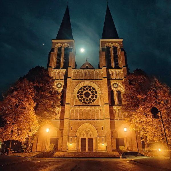 #bregenz #nightphotography #vorarlberg #kirche #herbst #moonlight #architecture