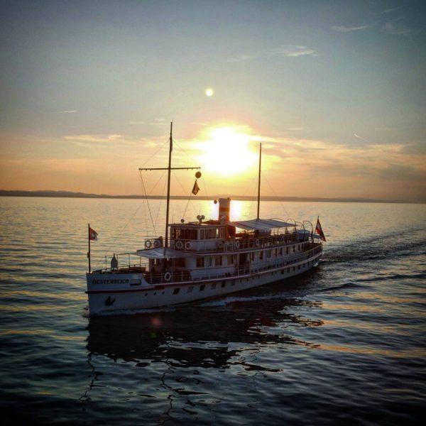 #historischeschifffahrtbodensee #msösterreich #msoesterreich #bodensee #dji #langenargen #langenargenambodensee #dronepic #drohnenfotografie #sundowner #sonnenuntergang #wochenblatt.media #wochenblatt_online ...